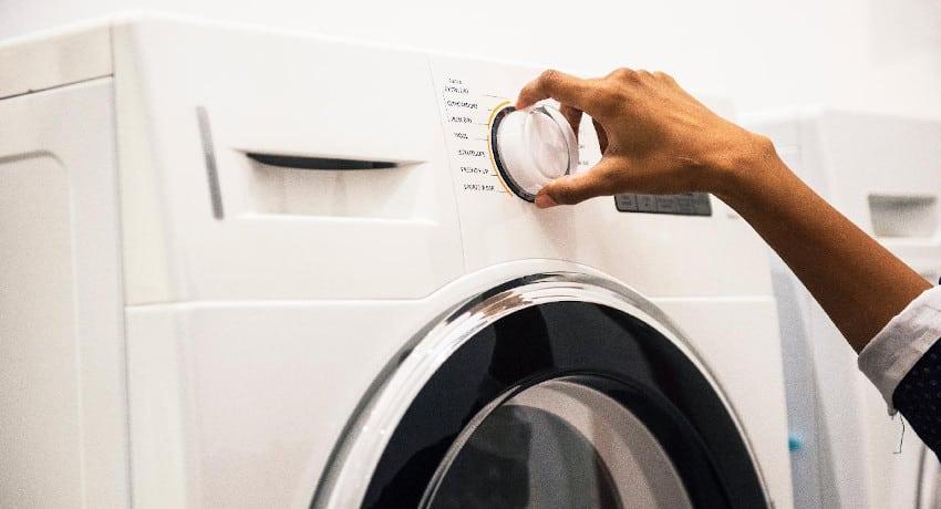 Programm wird bei einer Waschmaschine eingestellt