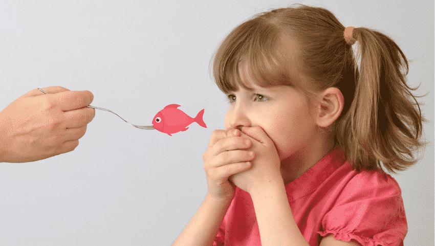 Gabel mit Fisch, Mädchen Ekel