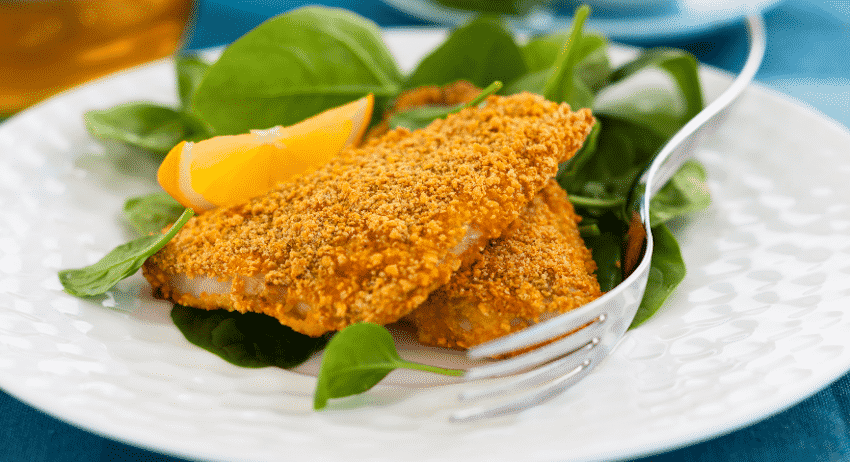 Panierter Fisch / Fischersatz mit grünem Gemüse