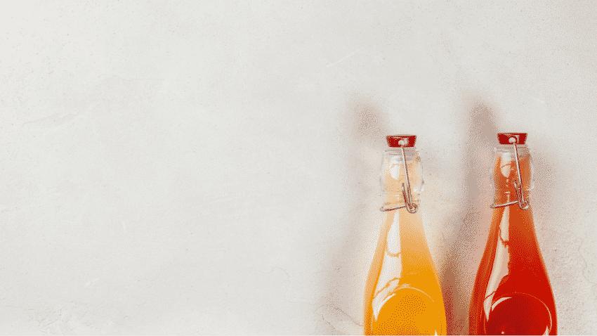 Zwei Flaschen mit Bügelverschluss