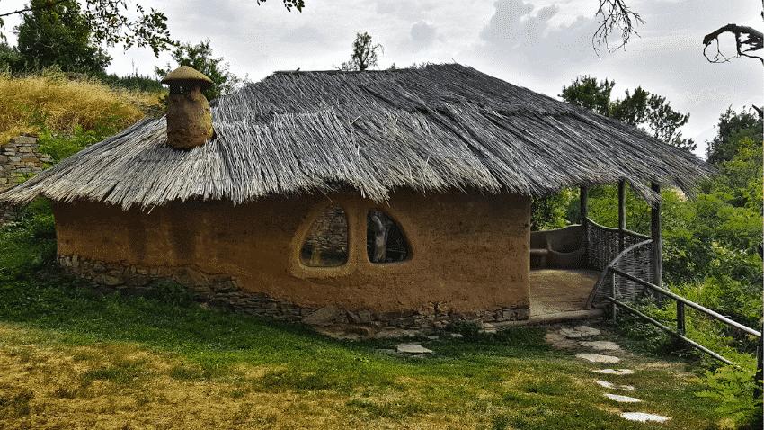 kleines Lehmhaus